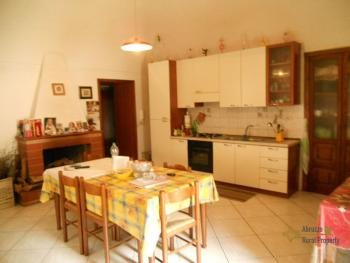 Large town house with land in Casalanguida, Abruzzo. Img5