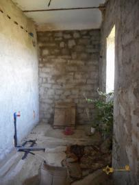 Stone house to be internally finished. Casalanguida. Img11