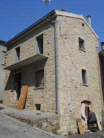 Stone house to be internally finished. Casalanguida. Img2