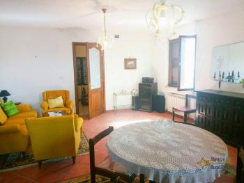 Characteristic town house with terrace. Trivento. Molise. Img9