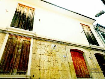 Characteristic town house with terrace. Trivento. Molise. Img2