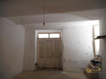 Beautiful character apartment for sale. Palmoli. Abruzzo. Img18