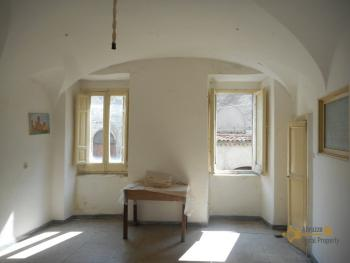 Beautiful character apartment for sale. Palmoli. Abruzzo. Img7