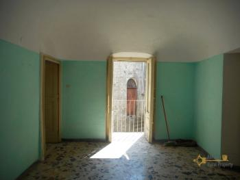 Beautiful character apartment for sale. Palmoli. Abruzzo. Img9