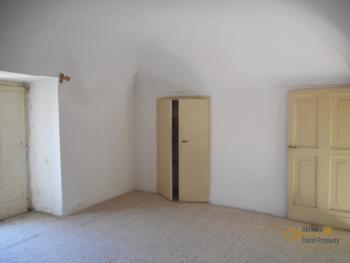 Beautiful character apartment for sale. Palmoli. Abruzzo. Img11
