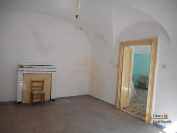 Beautiful character apartment for sale. Palmoli. Abruzzo. Img13