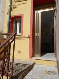 Habitable town house with land for sale. Tavenna. Molise.