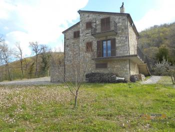 Beautiful villa completely made of stone for sale. Molise. Img16