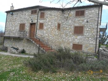 Beautiful villa completely made of stone for sale. Molise. Img1