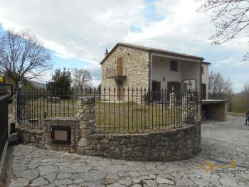Beautiful villa completely made of stone for sale. Molise. Img2
