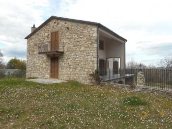 Beautiful villa completely made of stone for sale. Molise. Img7