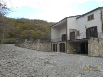 Beautiful villa completely made of stone for sale. Molise. Img9