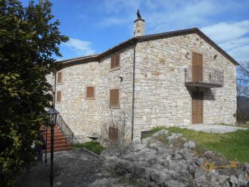 Beautiful villa completely made of stone for sale. Molise. Img5