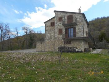 Beautiful villa completely made of stone for sale. Molise. Img4
