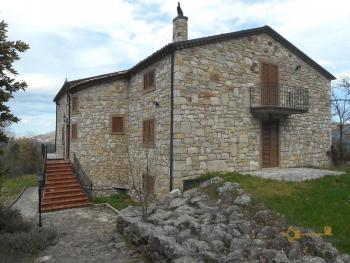 Beautiful villa completely made of stone for sale. Molise. Img6