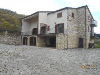 Beautiful villa completely made of stone for sale, with 4.400 sqm of land. Italy | Molise | Roccavivara . € 350.000 Ref.: RV6612 photo 10