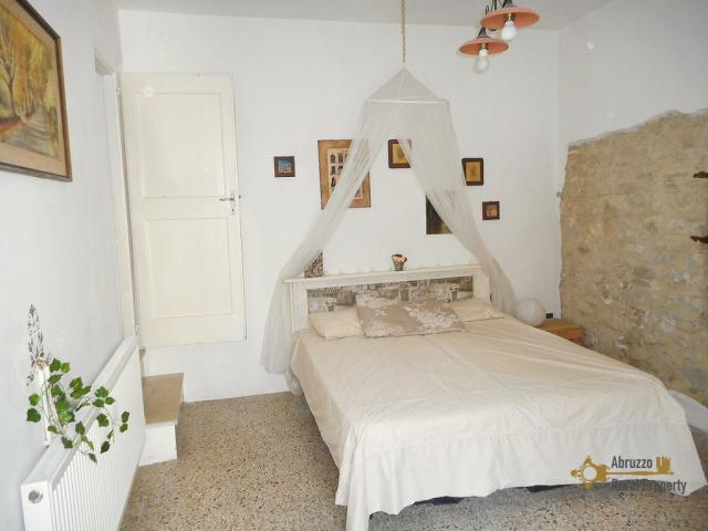 Traditional restored stone house for sale in the picturesque hilltop town of Carunchio, in Abruzzo.