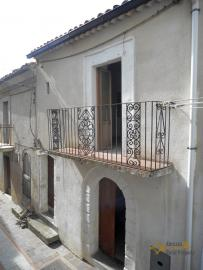 Traditional stone house for sale in Dogliola. Abruzzo.