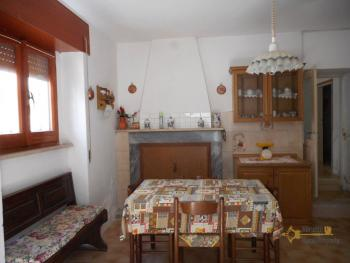 Small habitable town house for sale in Mafalda, Molise. Img5