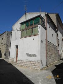 Small habitable town house for sale in Mafalda, Molise. Img1
