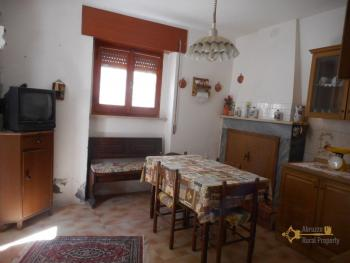 Small habitable town house for sale in Mafalda, Molise. Img7