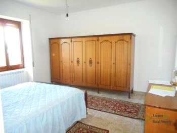 Country house with garden for sale in Roccaspinalveti. Img12