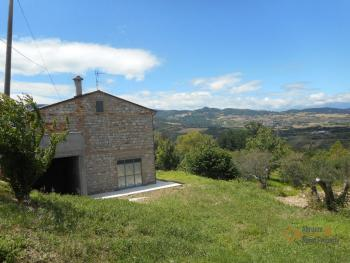 Country house with garden for sale in Roccaspinalveti. Img1