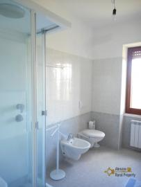 Country house with garden for sale in Roccaspinalveti. Img11