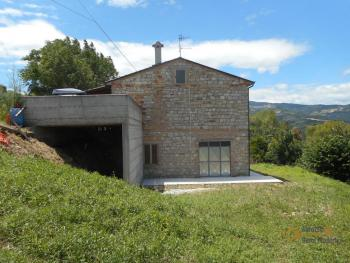Country house with garden for sale in Roccaspinalveti. Img18
