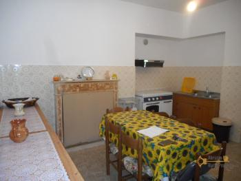 Country house with garden for sale in Roccaspinalveti. Img7
