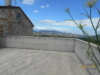 Country house with garden for sale in Roccaspinalveti. Img19