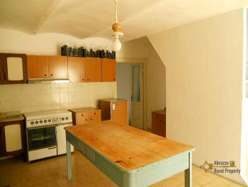 Townhouse with large terrace for sale in Palmoli. Abruzzo. Img3
