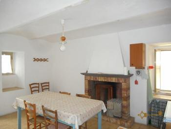 Townhouse with large terrace for sale in Palmoli. Abruzzo. Img6