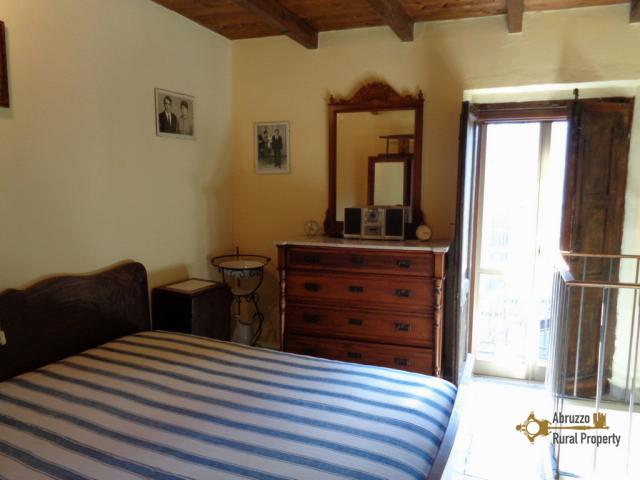 Traditional restored stone house for sale in the picturesque hilltop town of Guilmi, in Abruzzo.