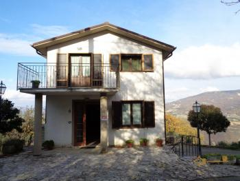Large country house with terrace and olive grove in Molise.
