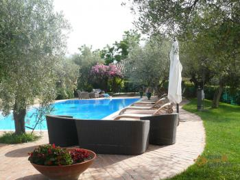 Luxury villa with large garden and olive grove. Manoppello.