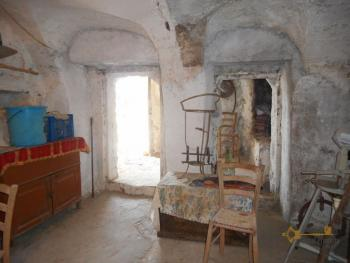 Town house in need of light revamping. Dogliola. Abruzzo. Img17