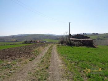 Two hectares of land with ruin to restore, stunning view. Img2