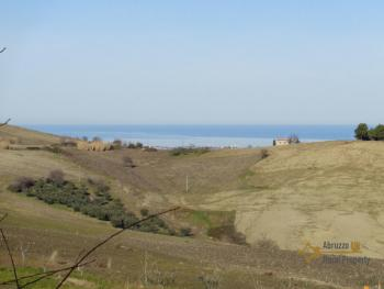 Detached house with land and panoramic sea view in Molise. Img4