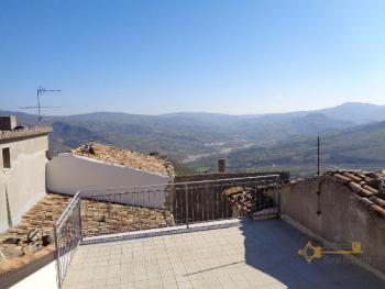 Four bedroom stone house with terrace for sale. Abruzzo.