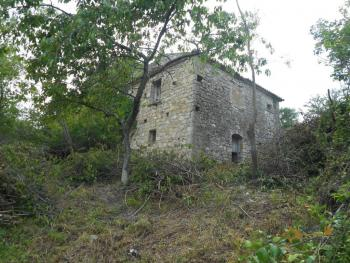 Stone house to restore with land in Palmoli, Abruzzo. Img11