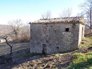 Stone house to restore with land in Palmoli, Abruzzo. Img1