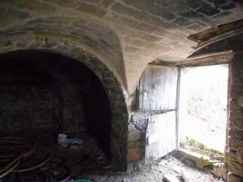 Stone house to restore with land in Palmoli, Abruzzo. Img10