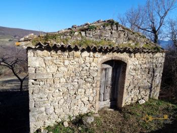 Stone house to restore with land in Palmoli, Abruzzo. Img3