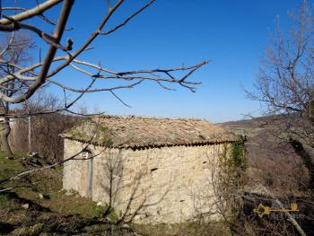 Stone house to restore with land in Palmoli, Abruzzo. Img4