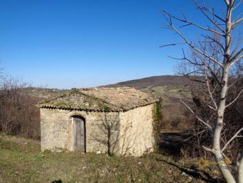 Stone house to restore with land in Palmoli, Abruzzo. Img2