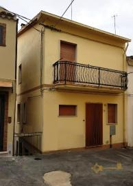 Three storey townhouse with indipendent unit, for sale.