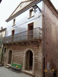 Traditonal stone house with panoramic terrace in Molise.