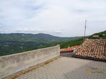 Traditonal stone house with panoramic terrace in Molise. Img5