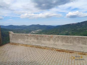 Traditonal stone house with panoramic terrace in Molise. Img4